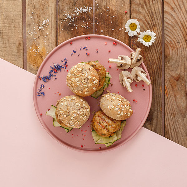 Mini burger κοτόπουλο της Lady Butcher έτοιμο για σερβίρισμα
