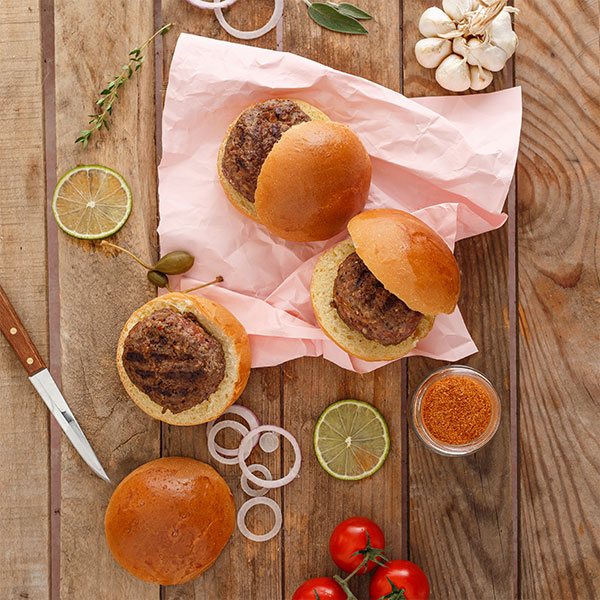 Mini burger της Lady Butcher έτοιμο για σερβίρισμα