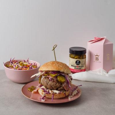Συνταγή για burger με πίκλες από τη Lady Butcher