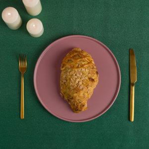 Εορταστικό κοτόπουλο τυλιγμένο σε σφολιάτα της Lady Butcher
